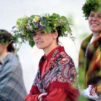 """Latgaliete no Viļakas novada. """"Dandaru"""" horeogrāfiskā vadītāja kopš 2003. gada. Absolvējusi Rīgas Pedagoģijas un Izglītības vadības  akadēmijas dejas pedagoģijas programmu. Papildinājusi savas zināšanas daudzu Latvijas un ārvalstu lektoru un deju praktiķu kursos."""